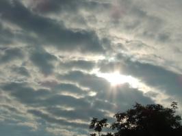 die Sonne kämpft sich durch