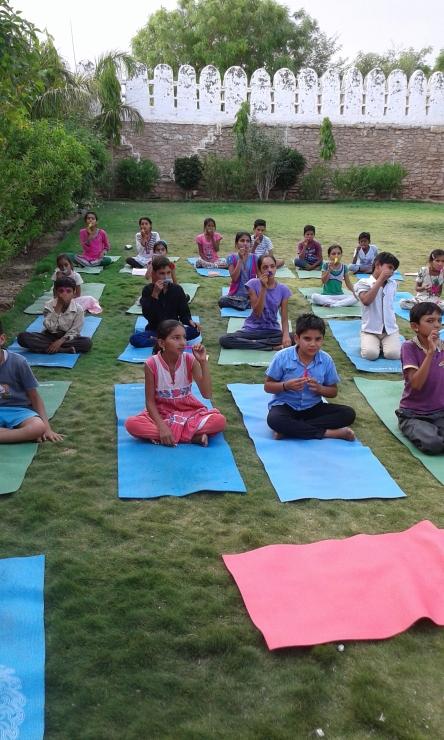 Yoga mit Federn